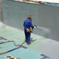 Proyección de Poliurea AM-100 en piscina.