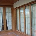 Puerta corredera de 4 hojas y practicable de 2 color roble