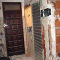 Puerta corredera y caja empotrable para electricidad