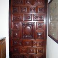 puerta de caoba restaurada