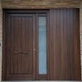 Puerta de entrada de madera de Pino