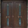 Puerta de entrada de madera maciza