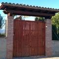 Puerta de entrada y marquesina