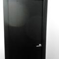 Puerta de paso de color negro lacado
