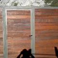 Puerta en forja chapeada en madera de castaño envejecida