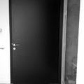 puerta entrada pivotante eje desplazado