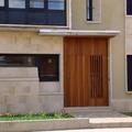 Puerta entrada vivienda en madera