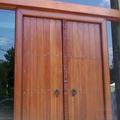 Puerta exterior de iroko