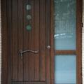 Puerta exterior de madera maciza