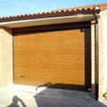 Puerta seccional en garaje