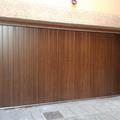 Puerta seccional lateral imitación madera Nogal