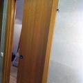 Puertas correderas con estructura interna en la pared