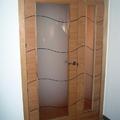 Puertas de interior en roble barnizado con cristal mate