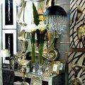 Recibidor y piezas de decoración en tonos plateados y de cristal