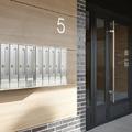 Instalación de buzones y puerta