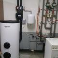 Sala de calderas de instalación de agua caliente solar