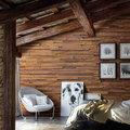 Salón paredes madera y piedra