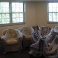 Sofas y muebles embalados.