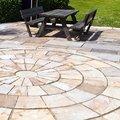 Solería de piedra y mobiliario de jardín rústico