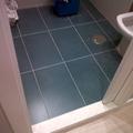 suelo de baño con azulejo de diseño personalizado
