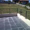 terraza con barandillas de acero,obra nueva