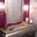 Papel pintado y mueble auxiliar