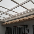 toldo plano entre pared