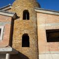 torre con tacos colocados en secode piedra natural