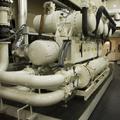 Unidad enfriadora agua-agua con compresores de tornillo para proceso industrial.