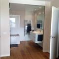 Vista interior del baño en suite de las viviendas adosadas