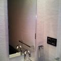 vistas de pequeños detalles en el acabado del baño ya reformado