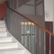 Instalación de ascensor y reforma de escalera