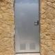 Puerta contadores instalada