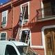 Retoques finales en fachada restaurada por completo