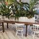 Mesa madera maciza con jardinera central, decoración peluquería