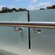 Barandilla de acero inoxidable con fijaciones de vidrio