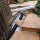 Drenaje de jardín bajo terraza de chalet unifamiliar