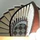 Escalera lacado blanco y madera roja