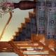 Escalera madera con barandilla torneada