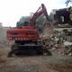 Giratoria derribando edificación