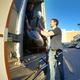 Carga y descarga en camión