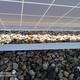 Cables protegidos en instalación solar en cubierta