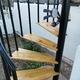 Carpintería de madera en escalera