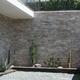 Fachada de casa forrada con piedra natural mililaja cuarcita