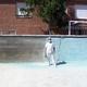 Limpiando una piscina
