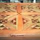 mesa tricolor de maderas nobles