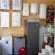 Interior tienda. Exposición de calderas y calentadores