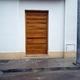 Puerta de entrada en madera de Yroco.