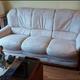 sofa clásico madera vista