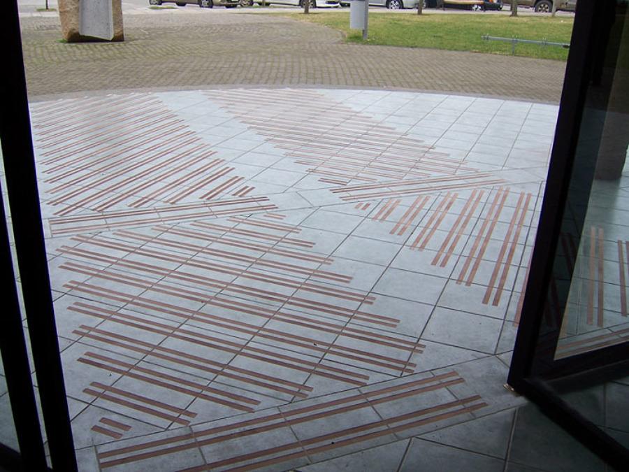 Foto suelo tallado antideslizante de tap tallado - Suelo exterior antideslizante ...